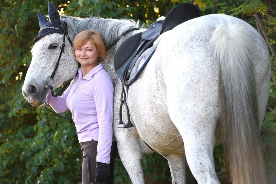 Оксана Терещенко занимается шестью лошадьми и организует занятия для детей с инвалидностью и атовцив